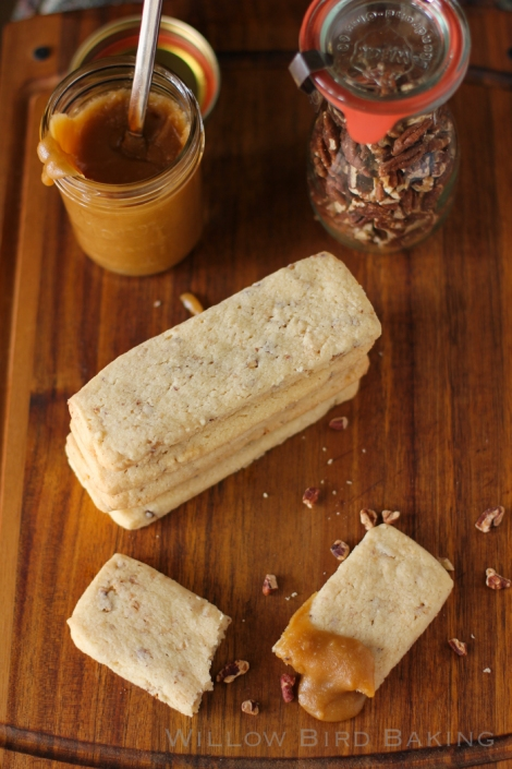 Shortbread with toffee sauce
